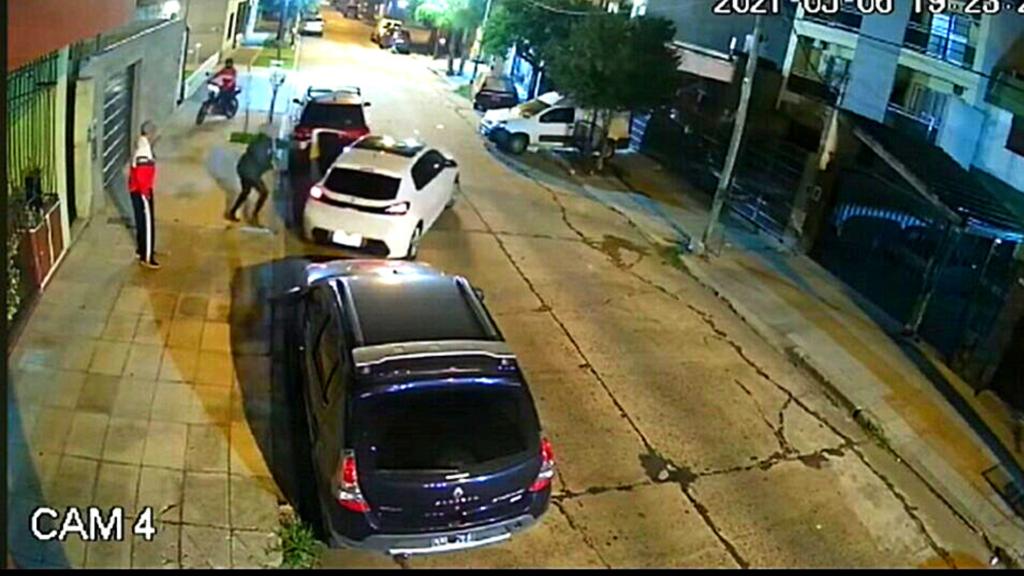 RAMOS MEJÍA: Intento de robo a punta de pistola, la víctima logró huir(vídeo)