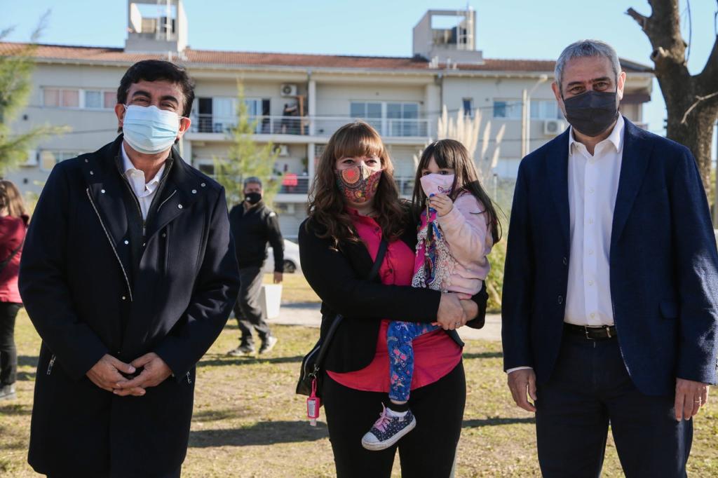 Fernando Espinoza entregó 31 nuevas casasconstruidas por el proyecto PROCREAR