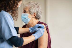 Covid: Retrasar la segunda dosis de la vacuna aumentaría la inmunización según un estudio inglés
