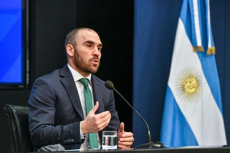 ¿Argentina va a devaluar su moneda?