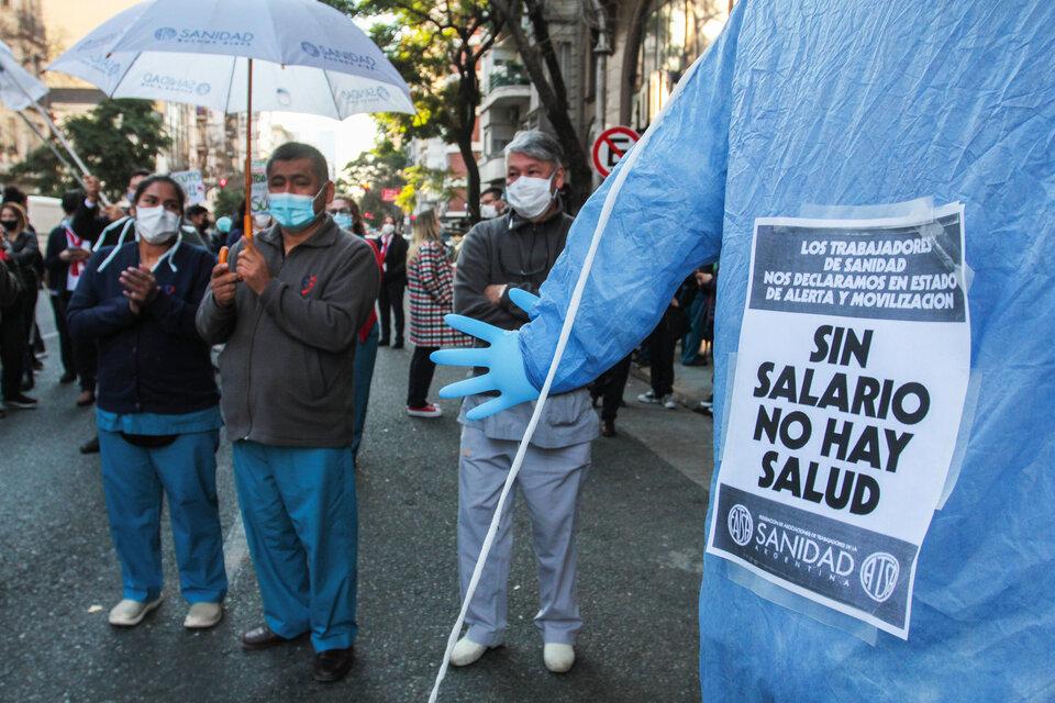 Trabajadores de la salud hicieron paro y se movilizaron para reclamar mejor salario